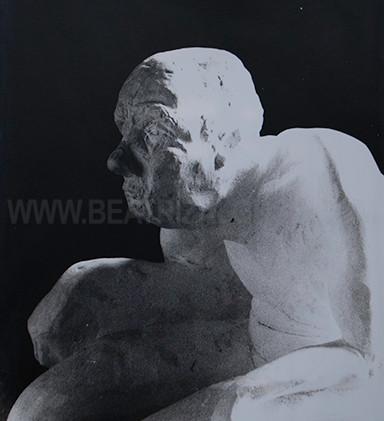 """""""En el trono"""" Resina y polvo de marmol."""