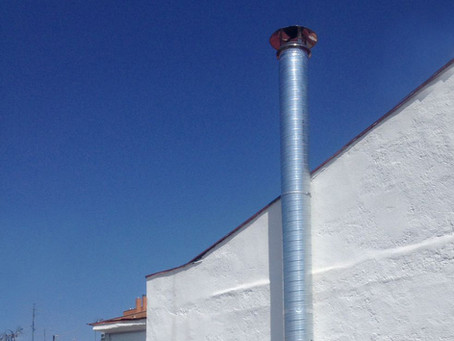 Requisitos para instalar una chimenea de extracción de humos en local comercial.