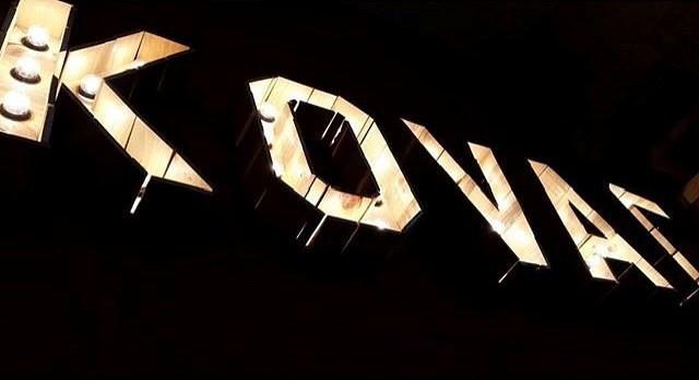 Cartel con luz Kovac