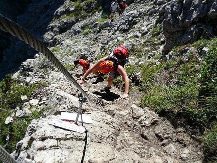 climbing-59661_960_720.jpg