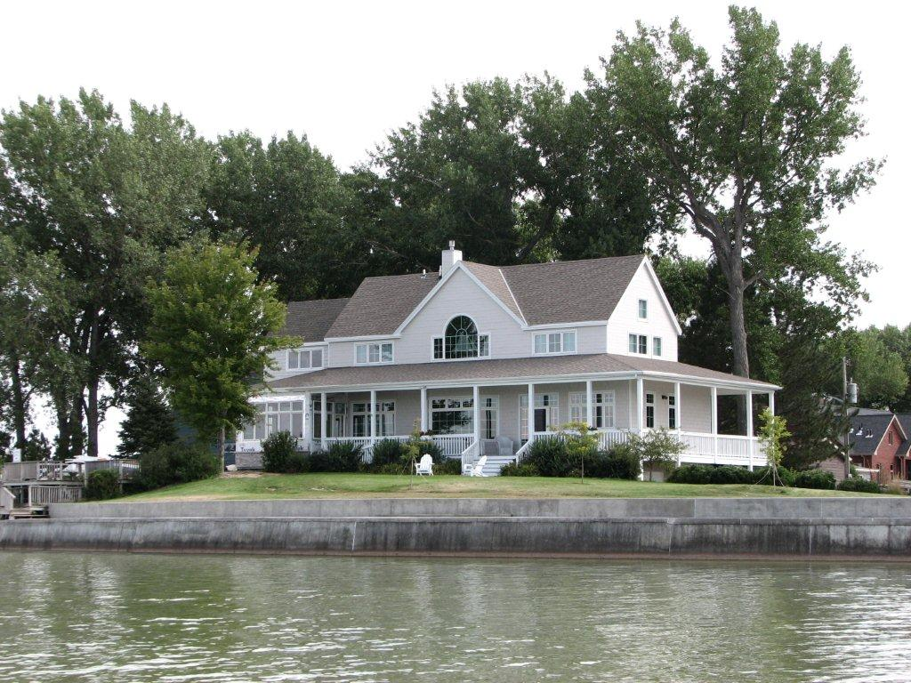 Lake Maloney Residence