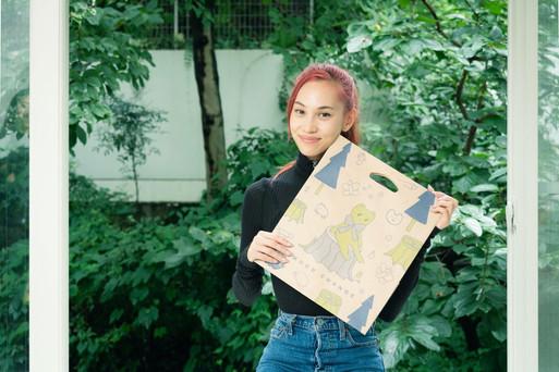 Kiko with the Wood Change bag!