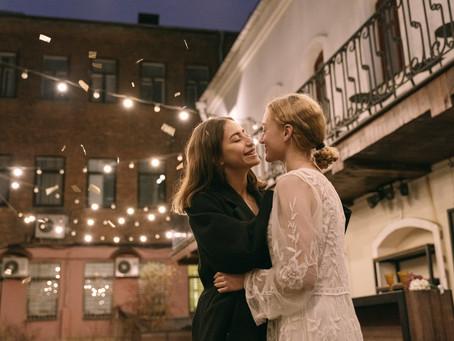 6 Natural Alternatives to Wedding Confetti