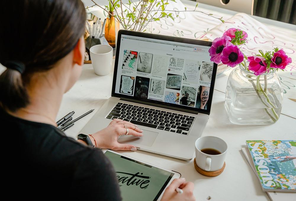 woman working on her wedding website