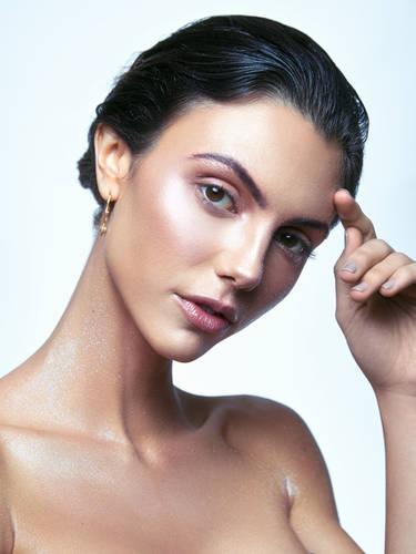 Directions USA model Katarina Pavic Photo by Olly Yung
