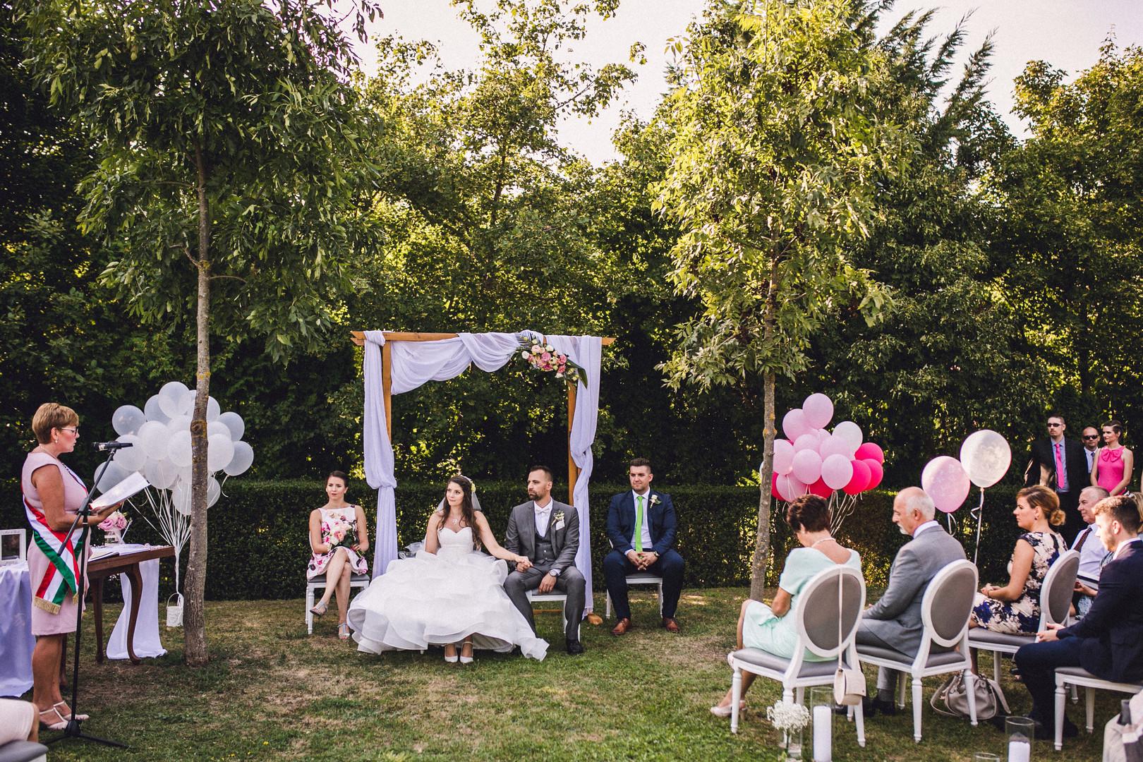 egyedi esküvő
