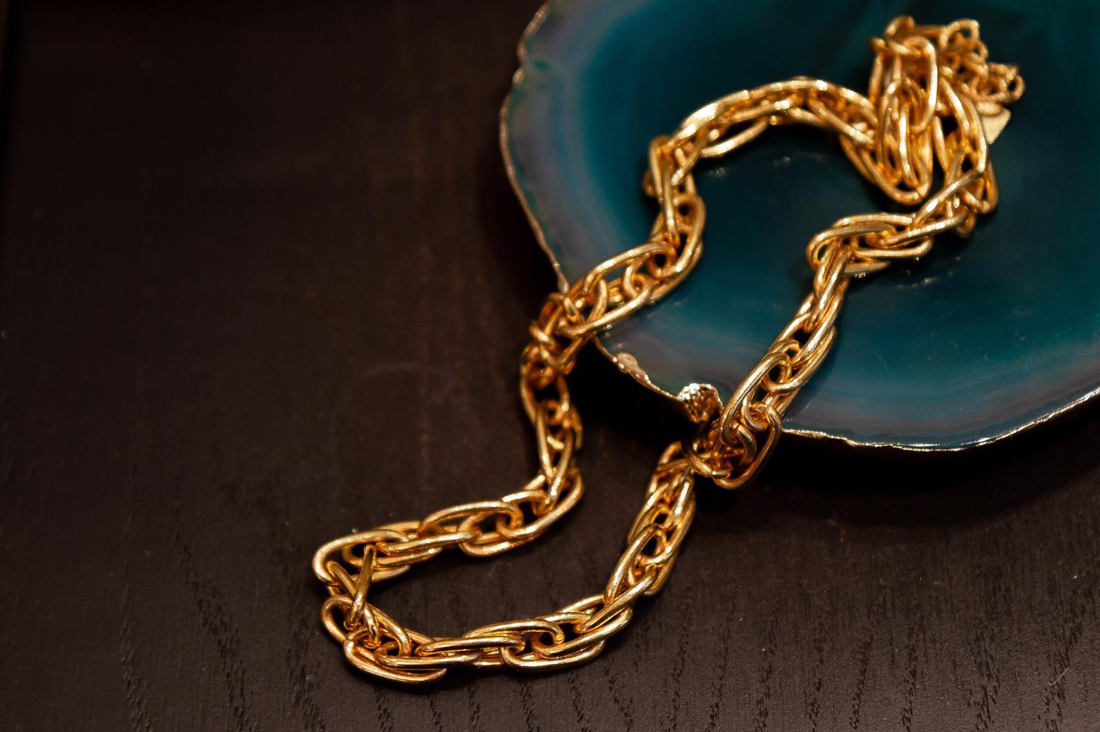 chaîne dorée
