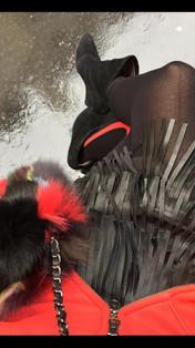 Un style rock 🎸 Legging Falk Jupe en cuir ( j adore les franges !) Le sweat couleur bonne mine Sac patchwork Essentiel
