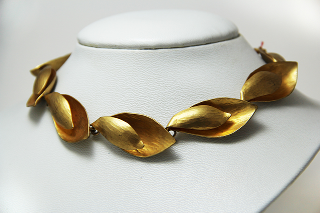 Créateur - collier coquillage doré