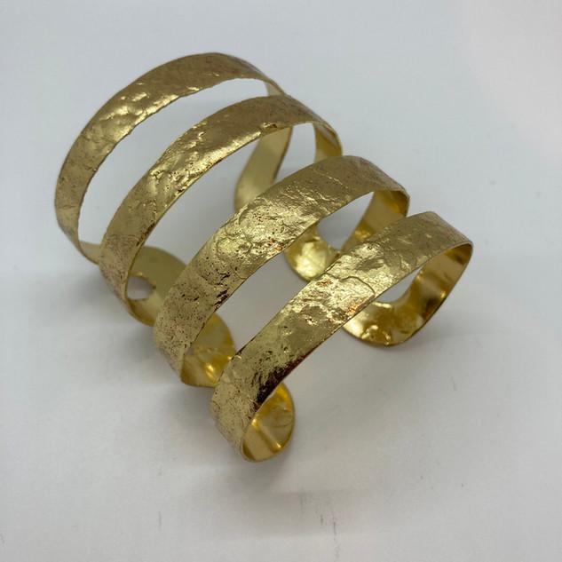 Manchette martelée plaquée or