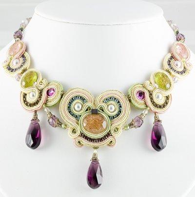 Créateur - collier vert violet
