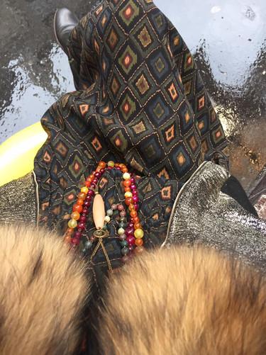 Couleurs d automne Robe Stella Forest Sautoirs en agates pièces uniques Blouson lurex or . J adore!