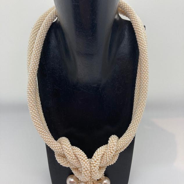 Collier ras du cou en petites perles en