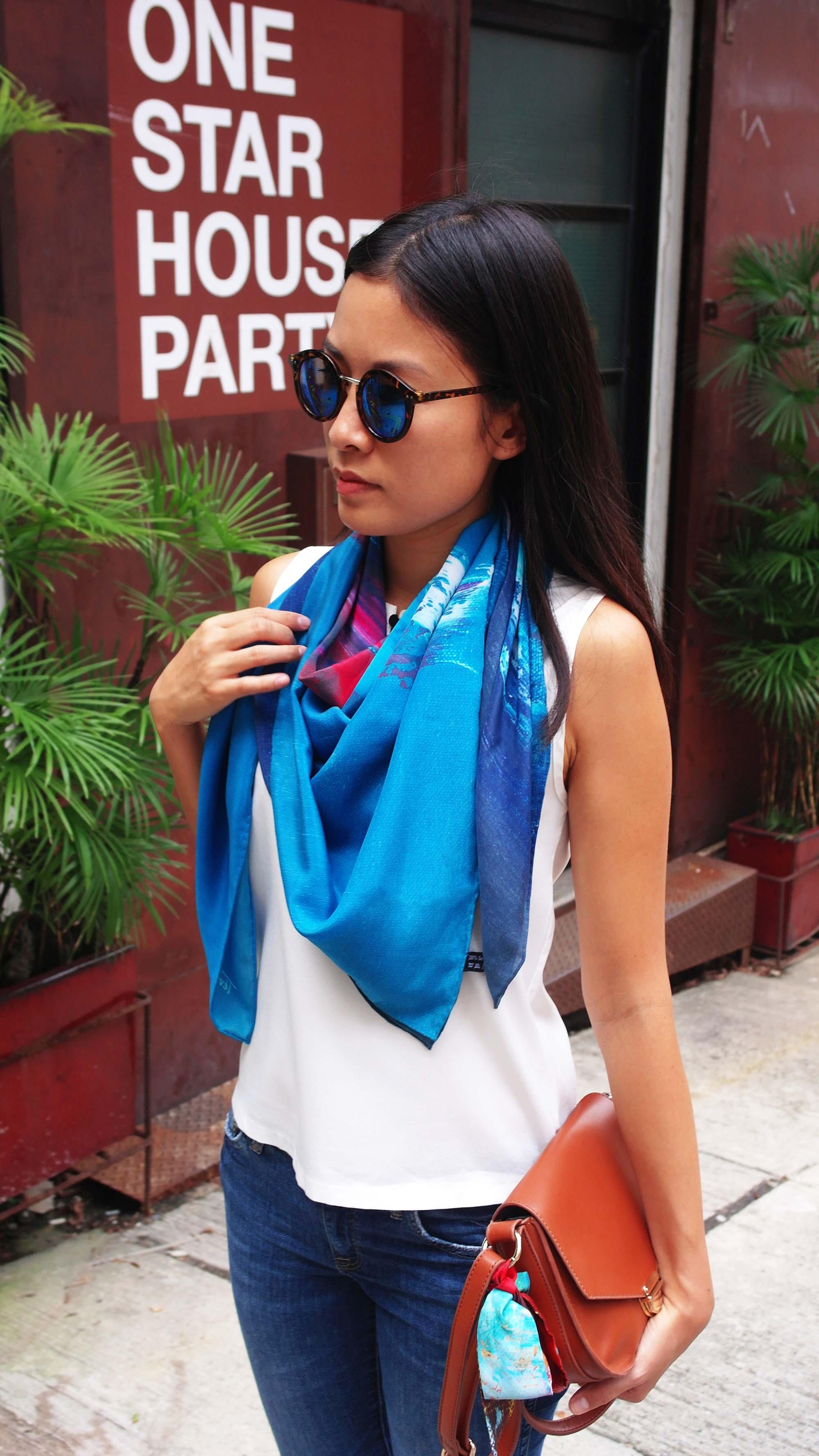 Azur silk scarf street