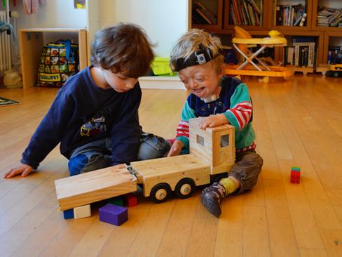 Bericht und Konferenz: Familienergänzende Betreuung für Kinder mit Behinderungen