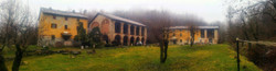 cascina con nebbia