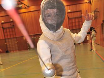Der junge Florett-Fechter des DFCD wird von Jugendtrainer Benjamin Kleibrinks gefördert.