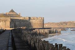 Сен Мало Бретань, находится на берегу Ла-Манша, в устье реки Ранс