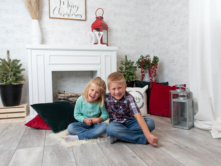 My 15-minute holiday mini photo sessions for North and South Edmonton Christmas & Holiday Minis!