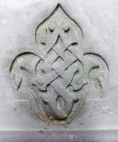 kamienny element dekoracyjny