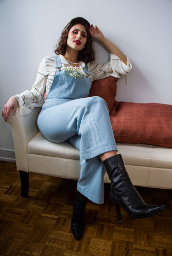 Made with 100% chambray, these denim overalls are a hint to the 70's where women like Diane Von Furstenburg fought for the comfort and liberation of female style.  Featuring a deep front pocket and a high waist, they are versatile and figure flattering!