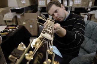 """Гитарный мастер Егоров олег. В моей гитарной мастерском можно: поменять струны, отстроить гитару, произвести ремонт гитары. Гитарная мастерская """"Guitarstudio"""" - лучший сервис в Москве. Настройка гитары."""