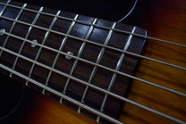 Как правильно поменять струны на гитаре, или что делать если гитара постоянно растраивается?