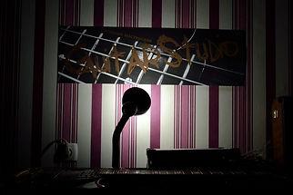 Гитарная мастерская GuitarStudio - вид со стороны гитарного мастера. Здесь чинят гитары. Лучший гитарный мастер на свете отремонтирует любую гитару.