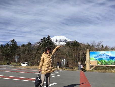美しく雄大な富士山を手のひらに