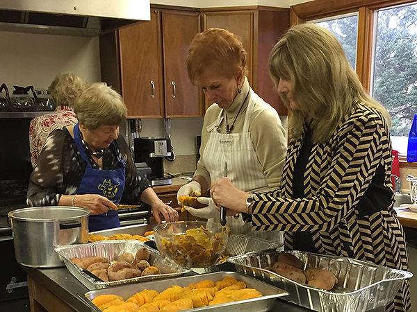 Ham Dinner-Jane, Barbara & Barbara in ki