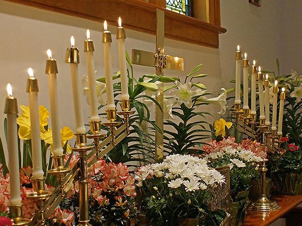 Altar-flowers 640 x 480.jpg