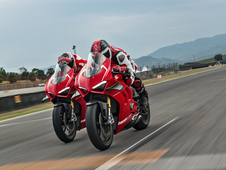 Ducati Unveils Insane Panigale V4 R
