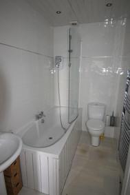 2 St. Marnock, Kilmarnock bathroom