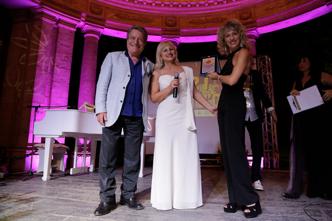 Luciano Nelli premiato insieme a Paola Belloni al 21° Festival Voci d'Oro, per meriti artistici