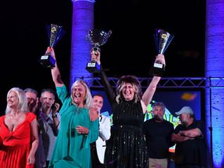 La Vincitrice Senior interpreti Daniela Di Sacco e la vincitrice Cantautori Simona Galli