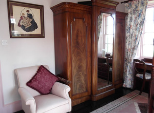 Four Poster Suite 3.JPG