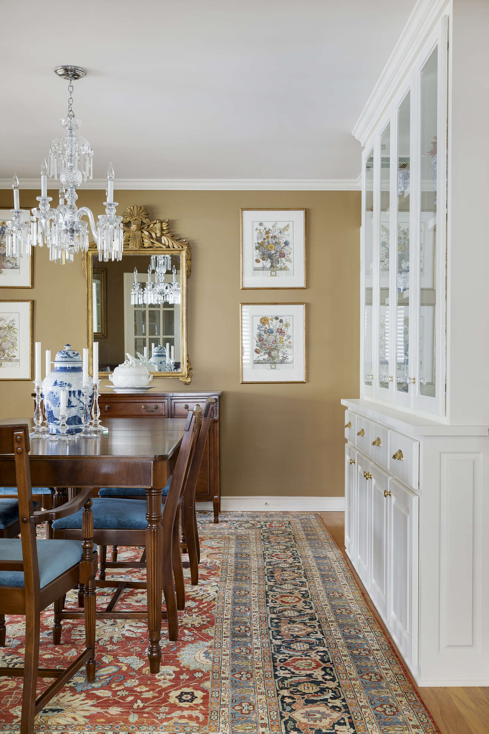 traditional dining room with built-in and mirror