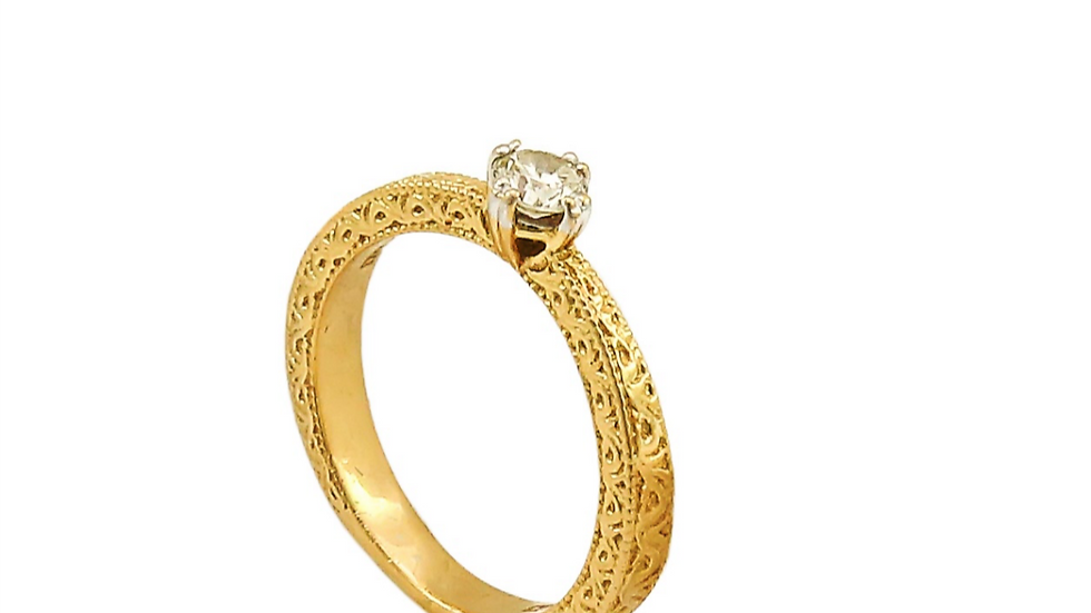 Yellow Gold Solitaire Diamond Ring with All Sides Patterns