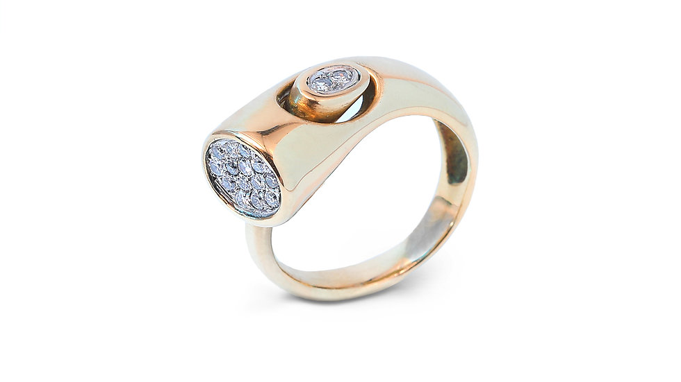 Yellow Gold Snake Head Pavé Setting Diamond Ring.