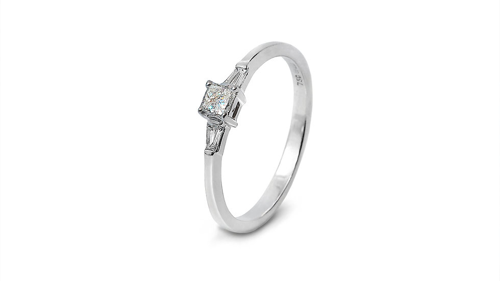 Beautiful Princess cut and Baguette Dimond Engagement Ring