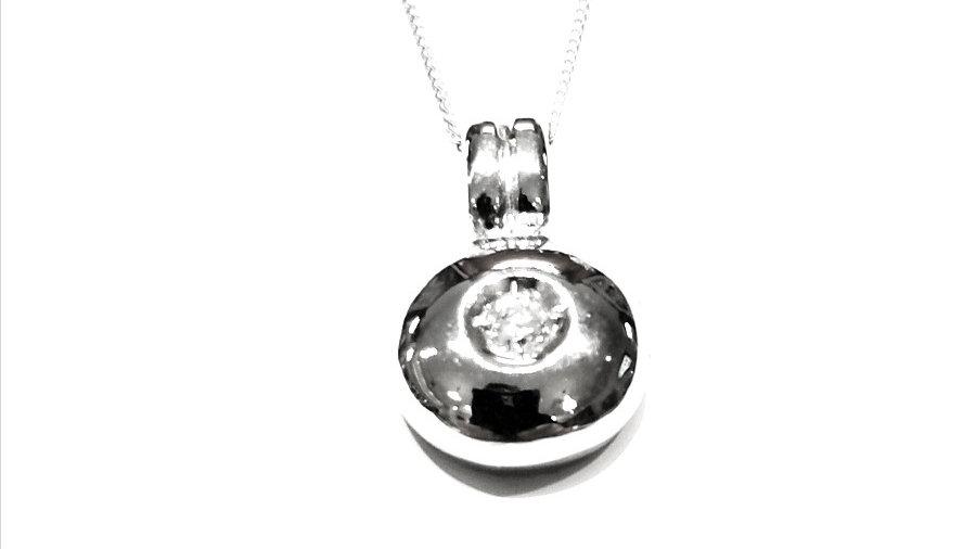 White Gold Round Diamond Pendent