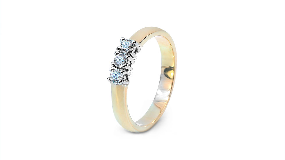 Gold Ring with three Diamond