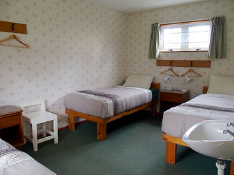 Share room - sleeps 3 or 4 - feather duvets, garden view, two windows, underfloor heating.