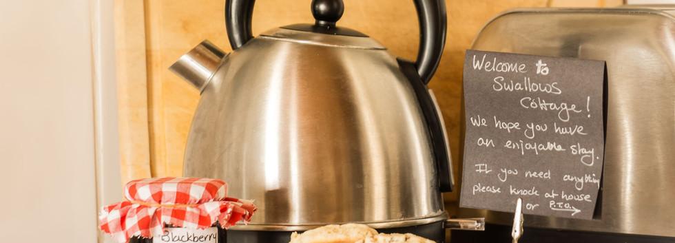 Delfryn Swallows Cottage Kitchen 2.jpg