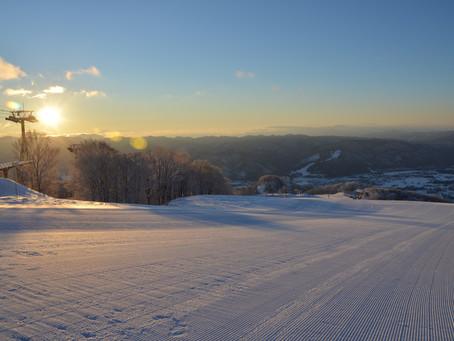 你還在排隊上山衝第一條鬆雪線嗎??
