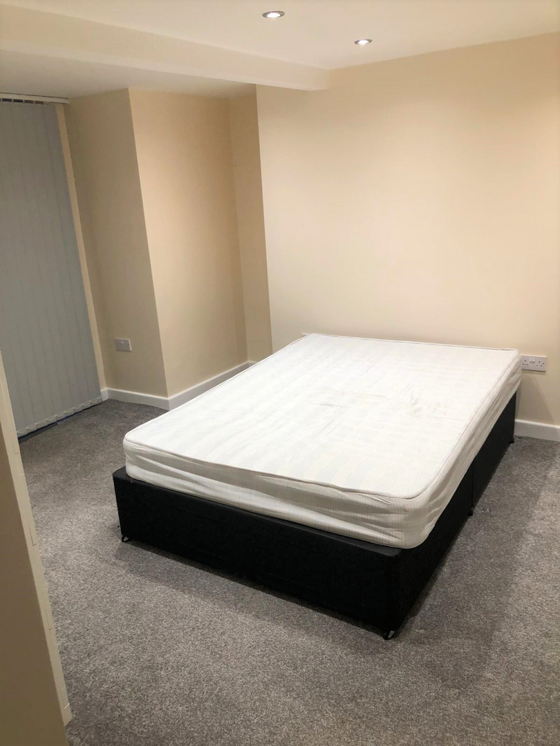 En-suite bedroom.png