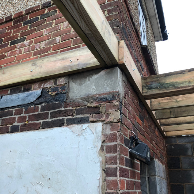 Roof construction with padstone