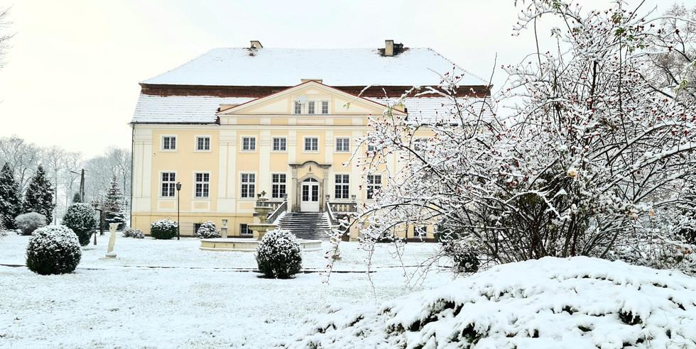pałac zimą
