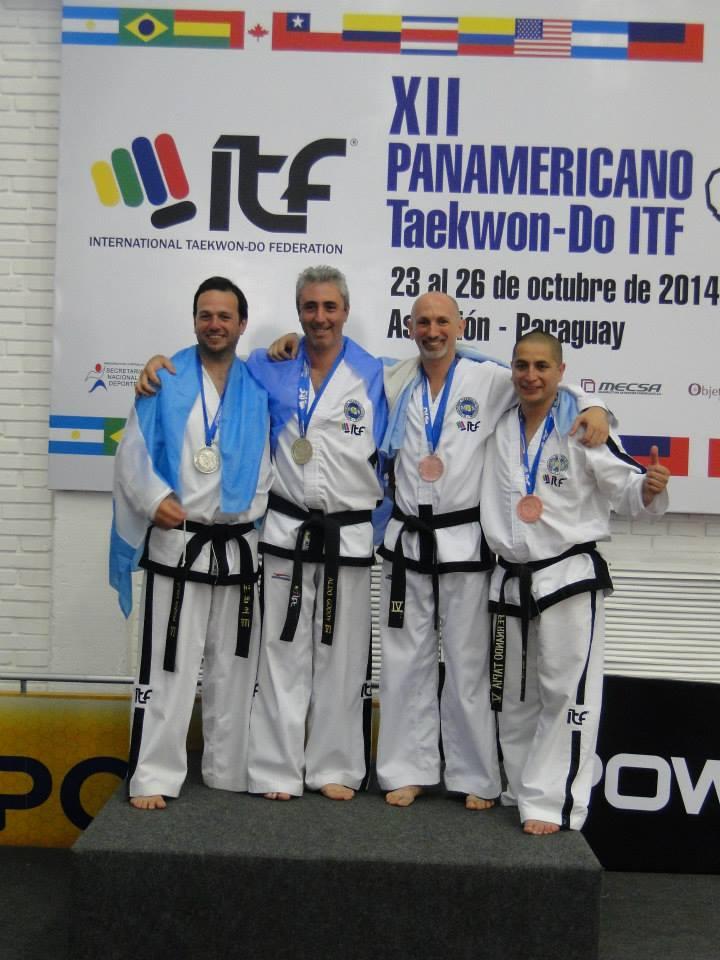 Christian Di Leo en el podio Formas