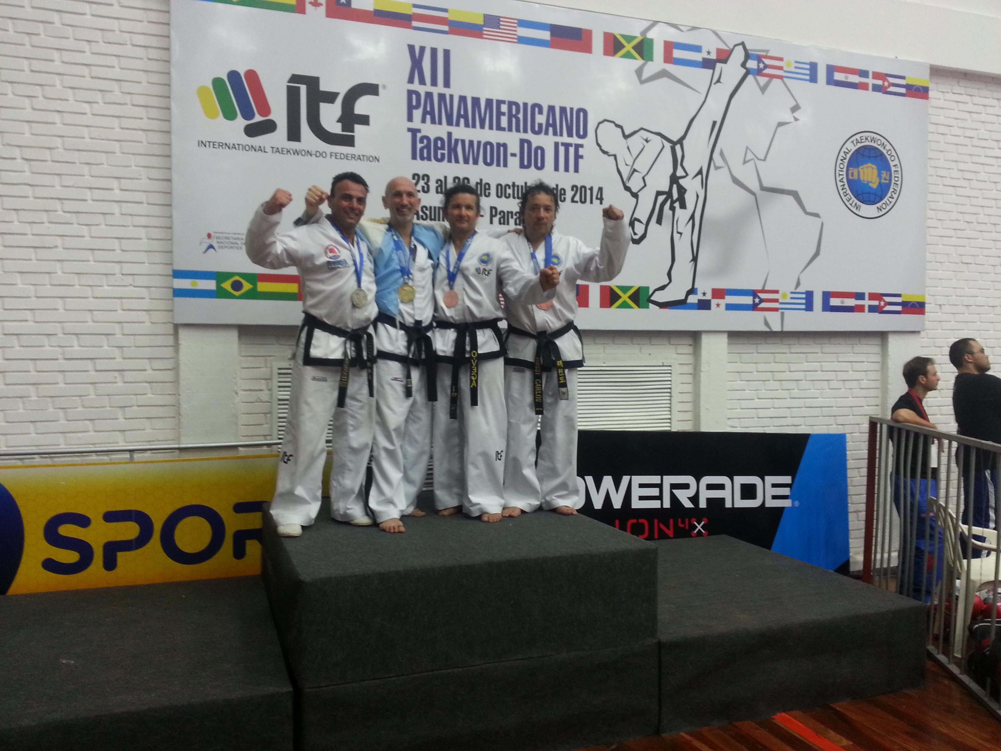 Christian Di Leo en el podio combate